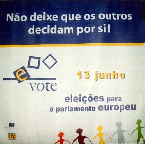 Tela afixada nos edifícios sede das câmaras municipais - Parlamento Europeu/2004